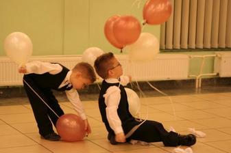 Mali druzbovia - synovec Samko a Luky. Balony mali uspech...:)