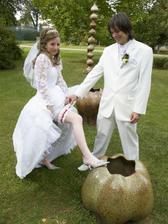 V svadobný deň nemohol chýbať podväzok