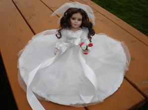 Na Velký pátek dorazila moje nááádherná panenka. Tímto děkuji uživatelce kweetyrenca!!