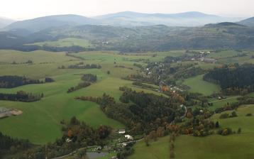 Moje rodná vesnička Chrastice (oblast Králický Sněžník, Jeseníky). I když jsme se pak přestěhovali o pár km dál, tady jsou moje kořeny, a proto se chci vdávat v místní kapličce...