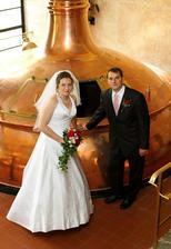 Manžel pracuje v pivovaru, focení u kotle tedy nemohlo chybět...