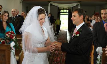Přijmi tento prsten na důkaz mé věrnosti a lásky...