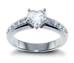 krásny prsteň, niekomu som ukradla z albumu, ale je dokonalý