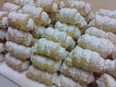 Listové trubičky z máslového těsta plněné sněhem.