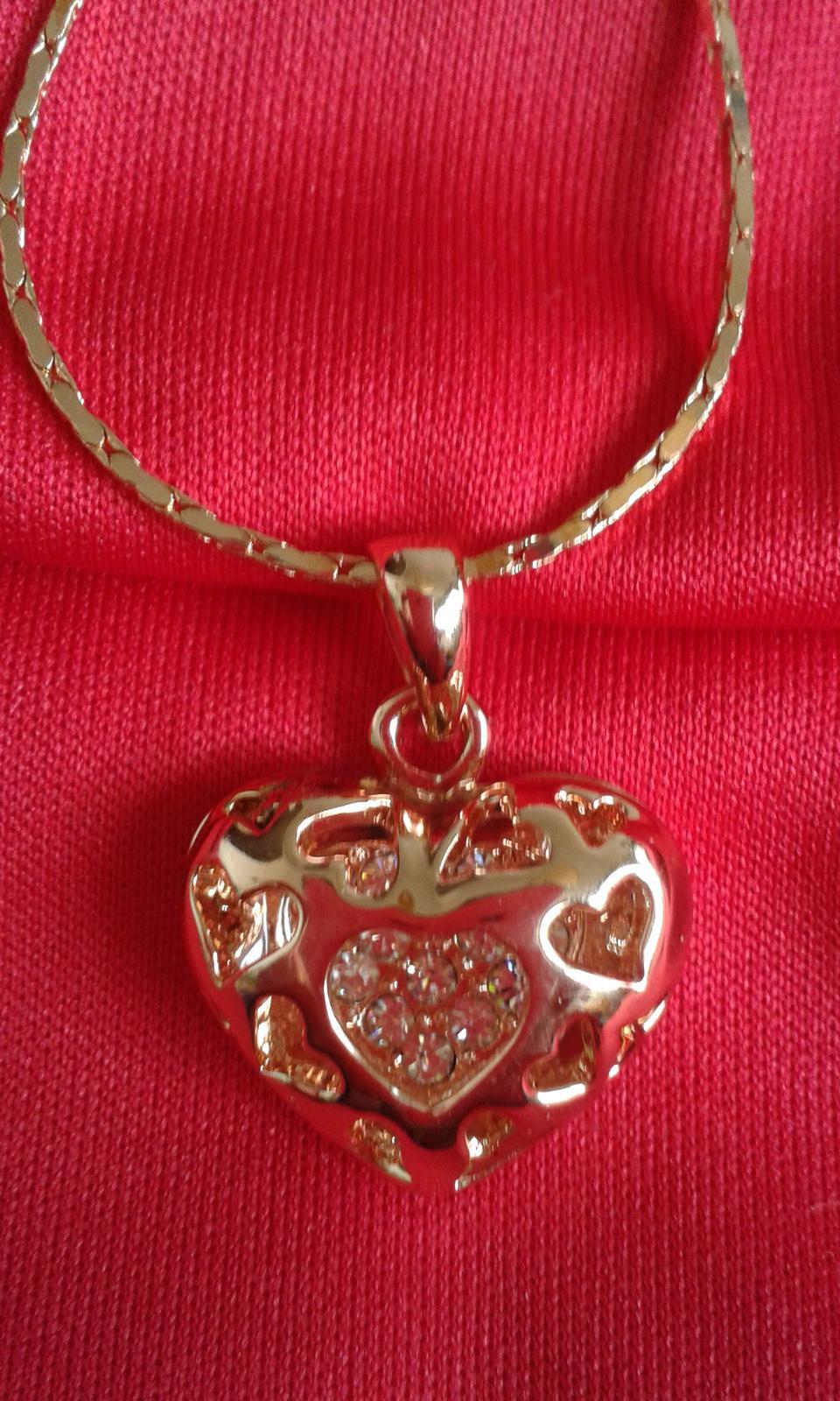 náhrdelník so srdiečkom - Obrázok č. 1