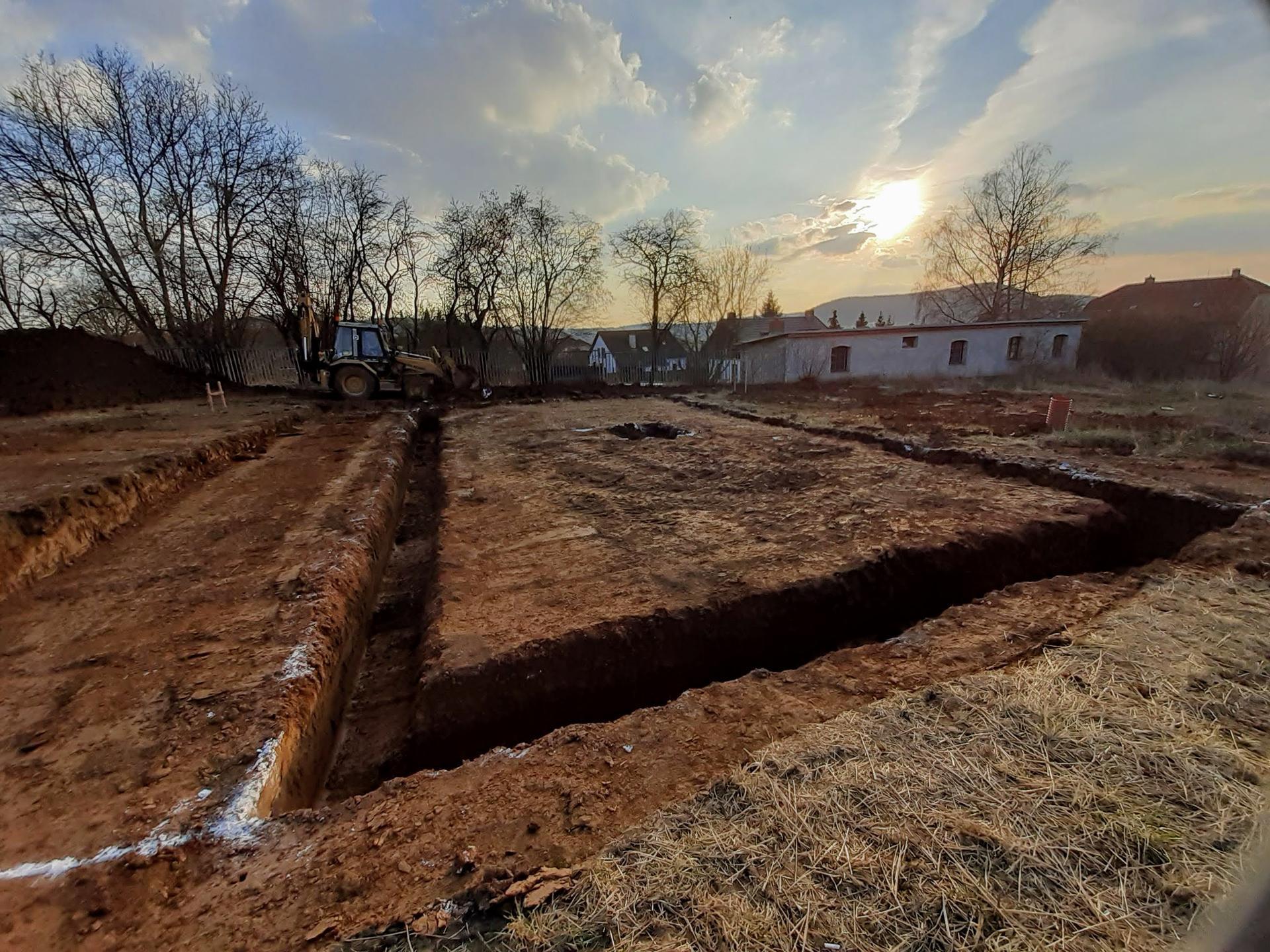Hrubá stavba - březen - zaří 2020