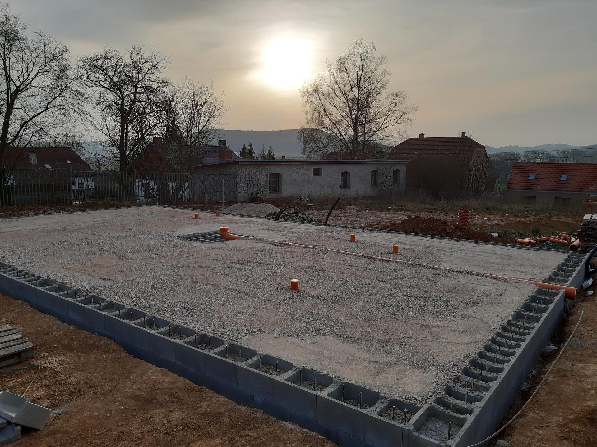Hrubá stavba - březen - zaří 2020 - Obrázek č. 5