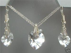 nieco na krk a usi :)...vraj swarovskeho krystal..uvidime, ked dorazia :)