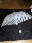 Deštník s puntíky,