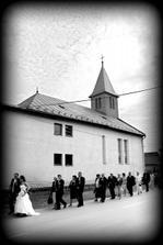 Cestou z kostola na našu oslavu....