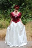 Netradiční rudo - krémové svatební šaty, 39