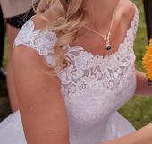 Svatební šaty - romantické a odvážné zároveň, 36