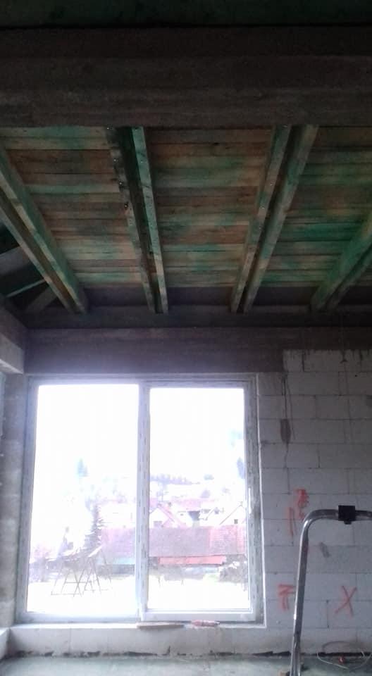 Zateplenie stropu bungalovu - plné vybitie poschôdznej povaly, smrekové dosky