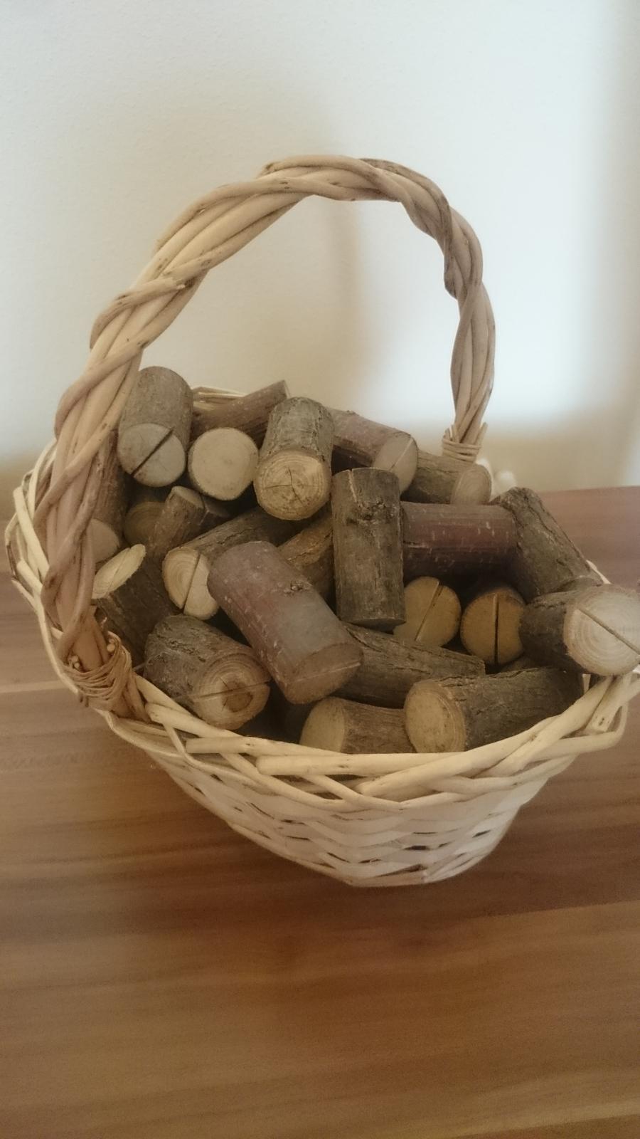 drziaky na menovky vyrobene z dreva - Obrázok č. 3