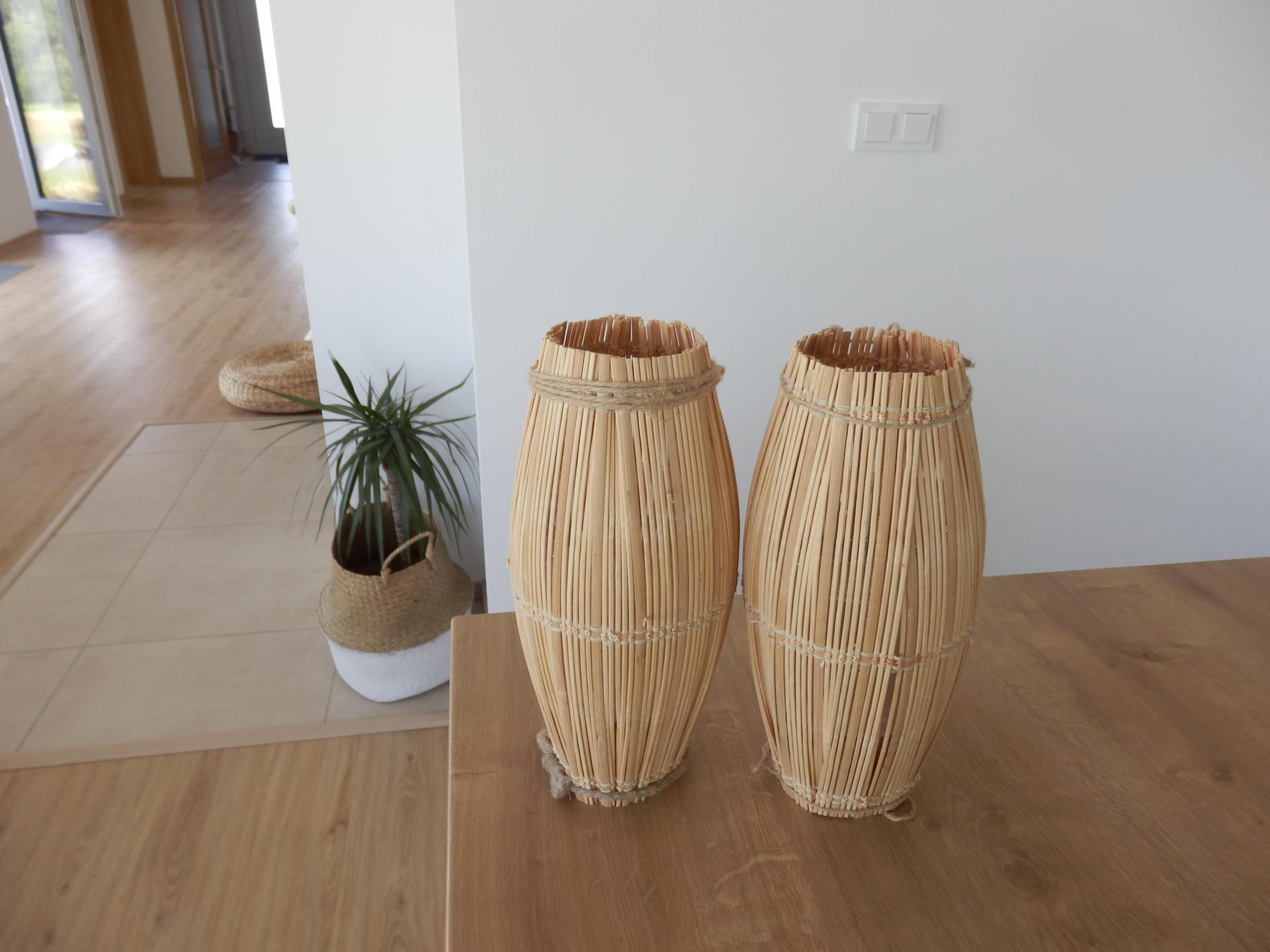 Tvoření je radost - Lucerny z bambusového prostírání. Vnitřek zavařovací sklenice. Svázáno provázkem. :-)