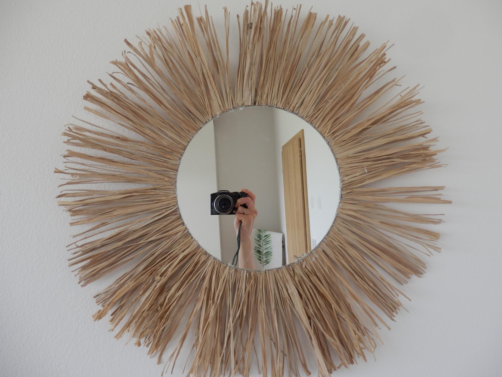 Tvoření je radost - Kulaté zrcadlo, lýko, karton, tavná pistole, nůžky...