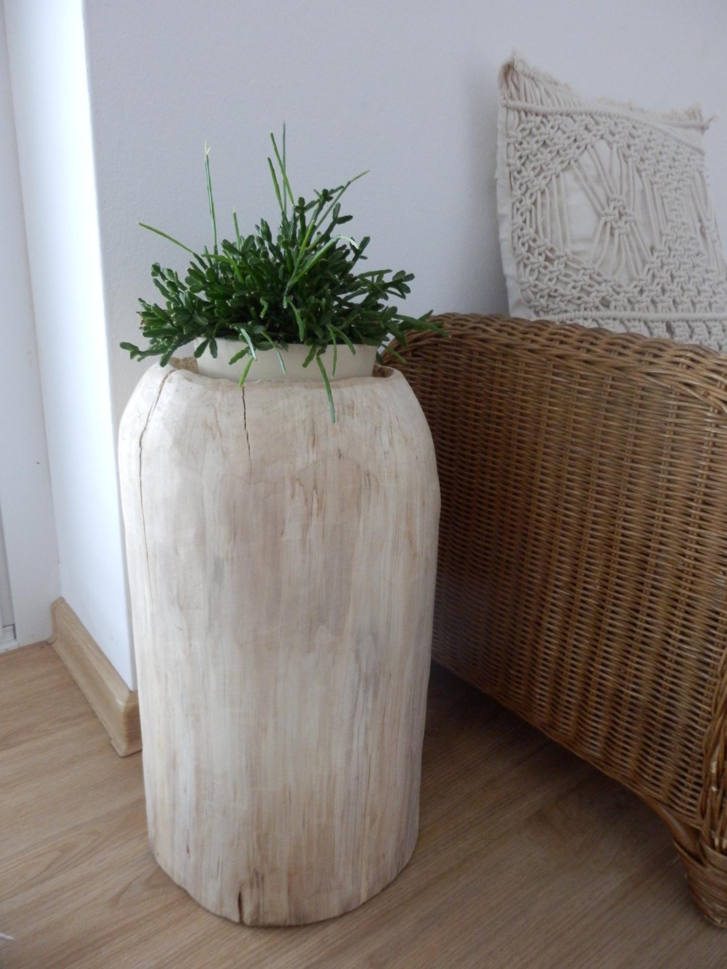 Tvoření je radost - DIY podstavec na květináč ze špalku .