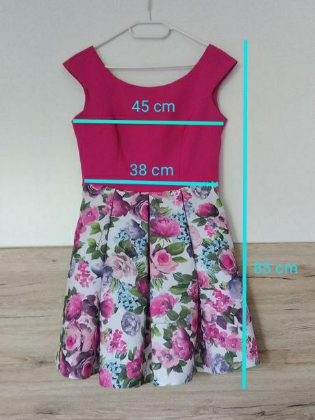 Krátke cyklámenové šaty s bohatou kvetovanou sukňou - Obrázok č. 4