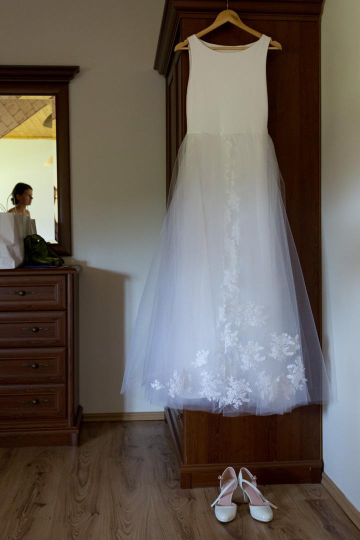 Originální minimalistické svatební šaty - Obrázek č. 1