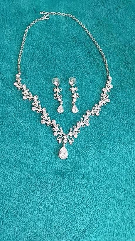 náhrdelník a náušnice - Obrázek č. 1