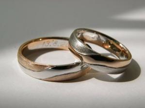 Naše prstýnky - oficiální fotka