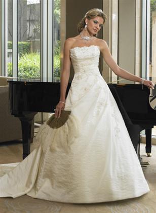 Skúšanie svadobných šiat - Balenciaga z katalogu