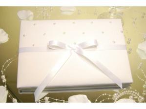 svatební kniha hostů, ještě musím sehnat nějaké pěkné pero ...