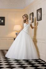 šaty su krásne, ako pre nevestu...