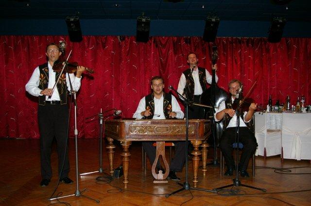 Katka{{_AND_}}Matko - muzikanti zo Zeleziaru...boli suuupeeer