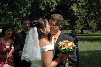 první novomanželský polibek, užili jsme si ho