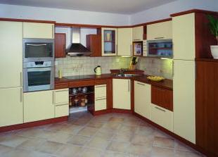 Takáto kuchyna, ale trošku inak usporiadaná a kombinácia, vanilka, tmavý orech