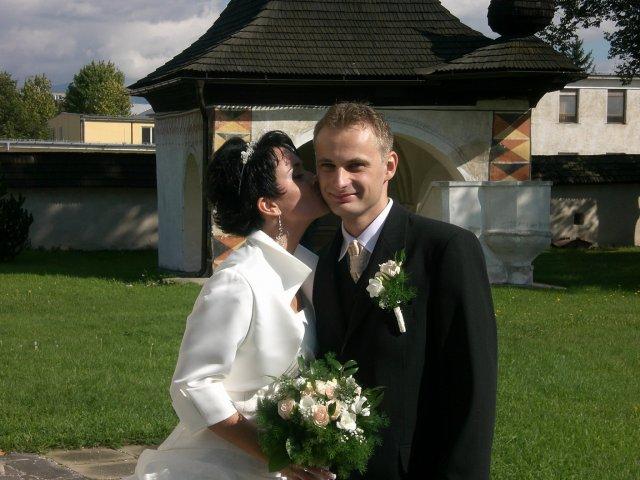 Zuzana B.{{_AND_}}Jozef R. - Pred kostolom01