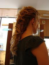 účes 2 profikadeřnice, neměla s mými vlasy nejmenší problém