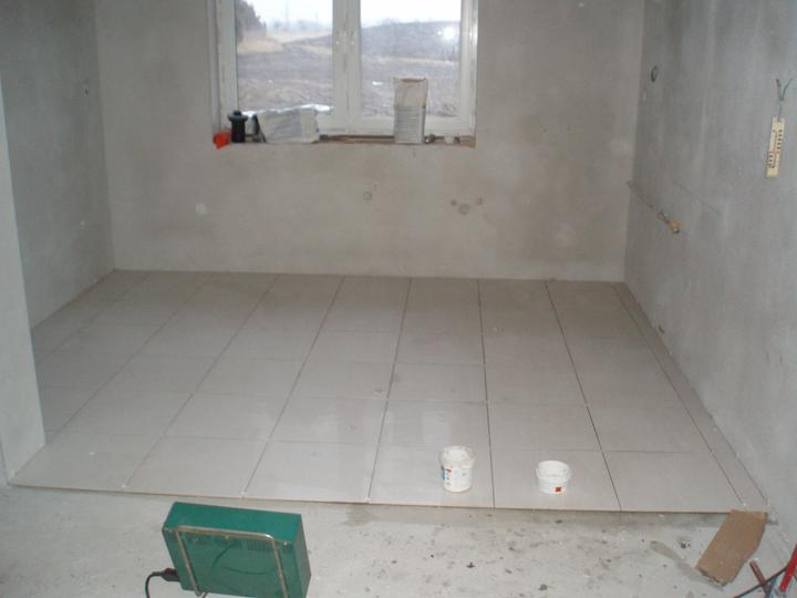 Náš domček - polozena dlazba v kuchyni