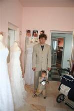 na svatbě bude i Jiří junior...šaty budou jednodušší