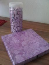 fialové kamínky a ubrousky :)