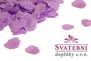 hedvábné fialové okvětní lístky