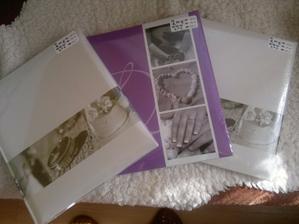 fialkové svatební album pro nás a krémová pro rodiče z KIK, mám z nich velkou radost :)