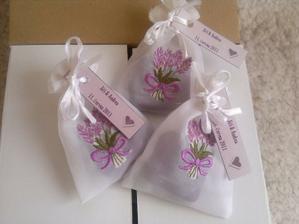 dárečky pro hosty na svatební stůl zblízka :)