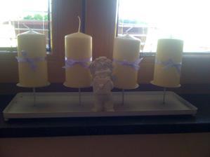 svíčky v pokoji u našich, jenom trochu nazdobené :)