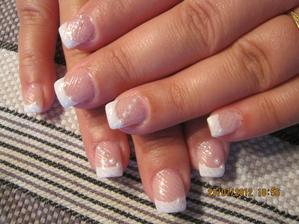 svatební nehty mám hotové :D