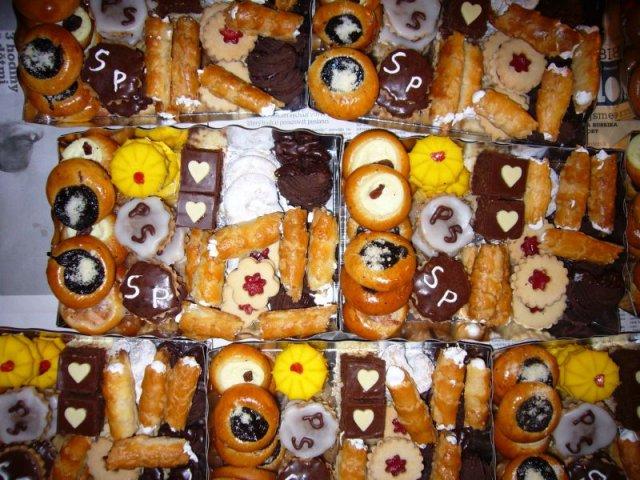 Žirafka{{_AND_}}Standa - Vysluzky z cukrarny doplnene o nase cukrovi