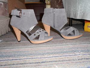 Snad se na nich nezmrzačím, nevěsta s nohou v sádře by nebyla moc hezká :-D