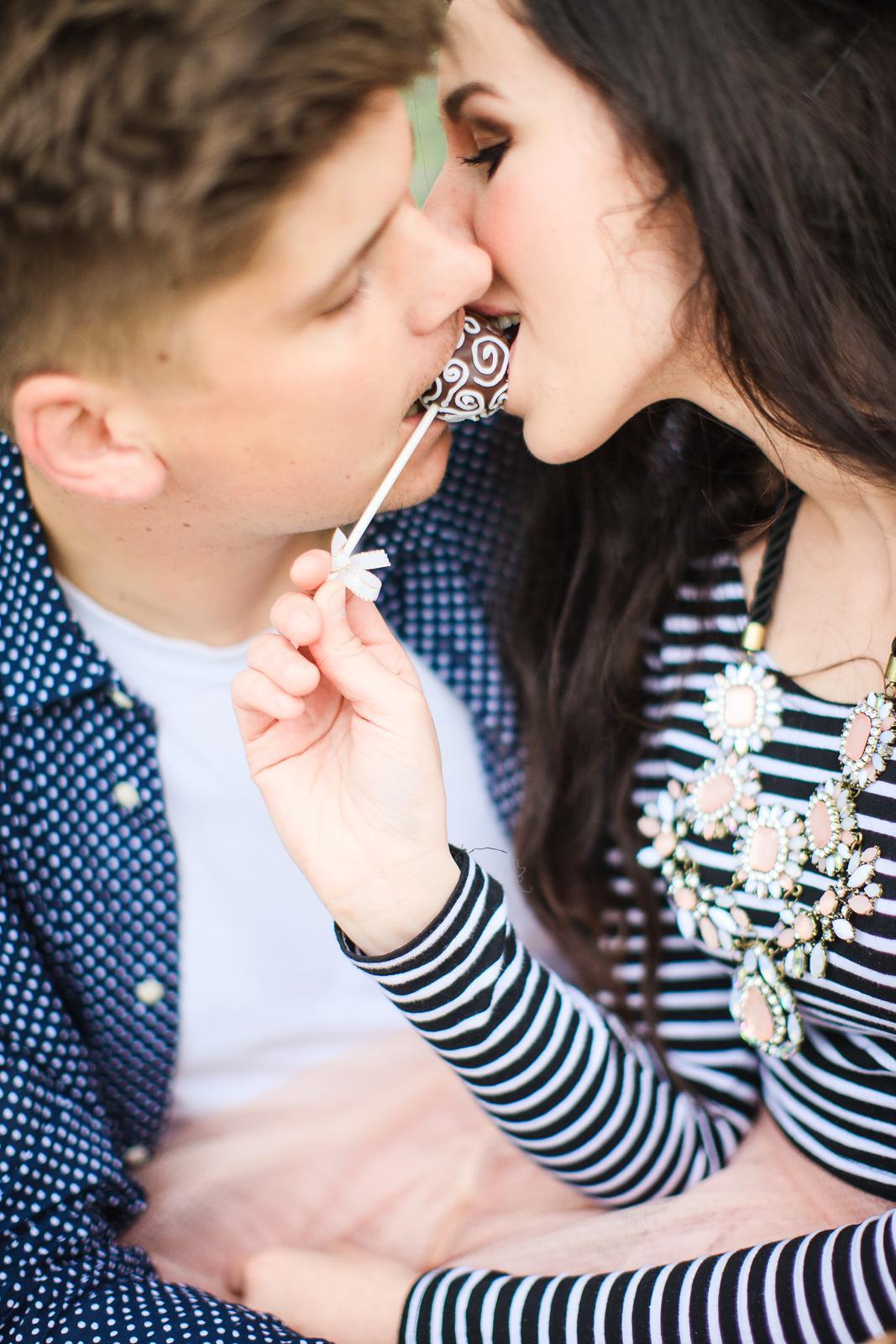 Naše handmade  foteníčko :) zatial ako snúbenci - táto je moja oblubená...ma taký časopisový šmrnc....:) dakujeme fotografovi