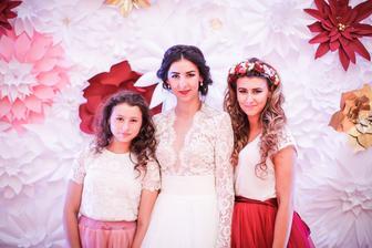 """moje dve sestričky :) medzi Vaneskou a mnou je 15 ročný rozdiel....takže ked sa mi vydá namladšia sestra už budem ako sa hovorí """"v najlepších rokoch"""" :))"""