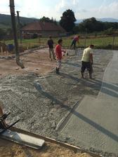 Už sme mali bahenné kúpeľe, peskovú pláž a teraz betónové lázne:)