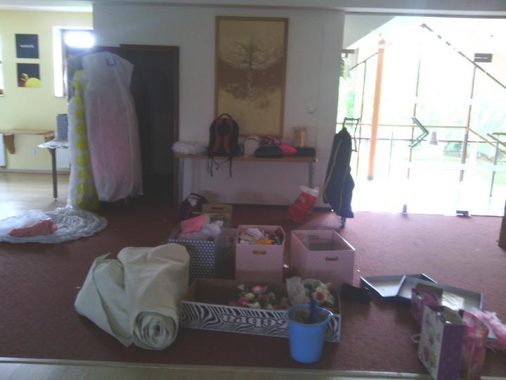 Co už máme - black&pink wedding :-) - Tak jsme se nastěhovali do salónku... :D