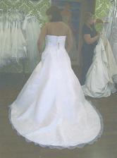 2. šaty - zezadu