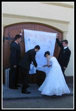 Dovnitr jsme se museli prostrihat - nuzkama na papir... :)