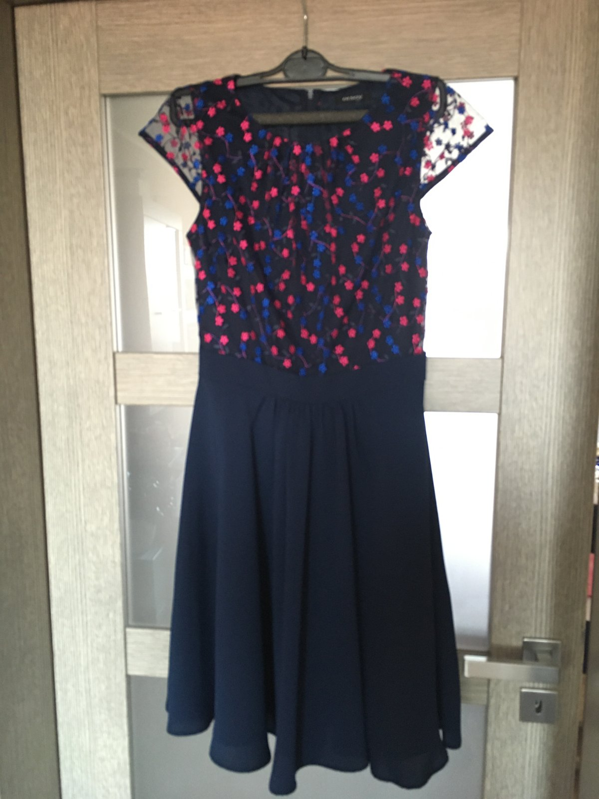 Tmavomodre kvietkovane šaty - Obrázok č. 1